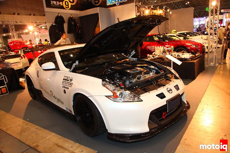 Garage Revyou Z34: Top Secret Aero, Bride Zeta Seats, HKS metering, Nardi steering, HKS Hyper-Max III, Endless brake kit, and Enkei Wheels.