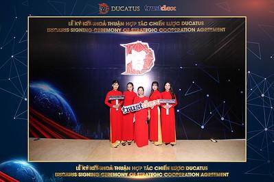Chụp ảnh lấy liền và in hình lấy liền từ photobooth/photo booth tại sự kiện ký kết thỏa thuận hợp tác chiến lược Ducatus | Instant Print Photobooth/Photo Booth at Ducatus Signing Ceremony | PRINTAPHY - PHOTO BOOTH VIETNAM