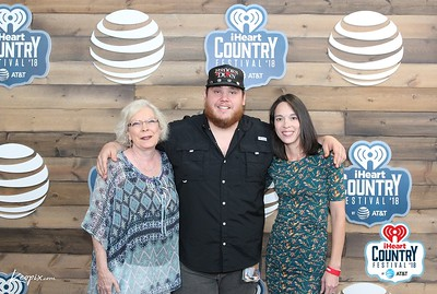 552018 iheartcountryfest meet greet keopix luke combs meet greet m4hsunfo