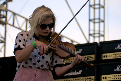 The Head and the Heart violinist, Charity Rose Thielen makes her violin sing.