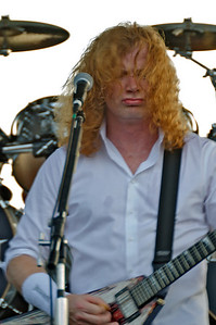 Megadeth Lead singere Dave Mustaine gives us his well-known and loved grimace as the crowd cheers on.