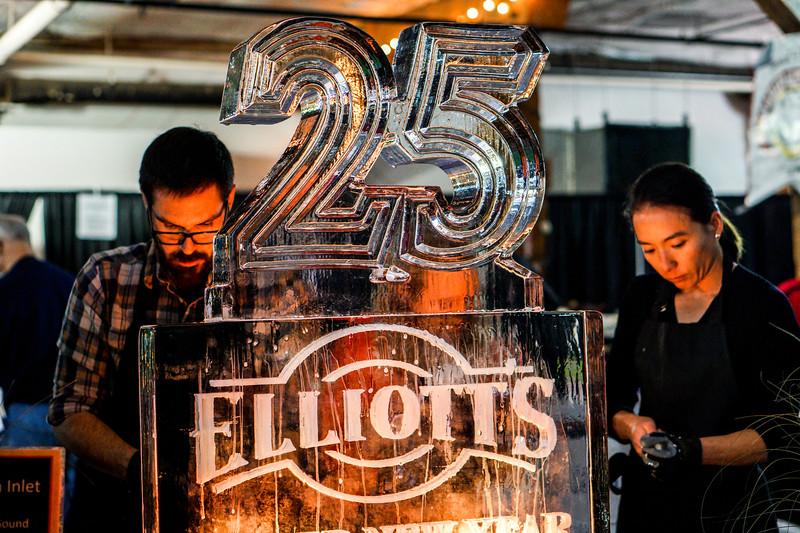 Elliott's 25th Oyster New Year