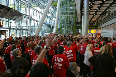 Flash mob at Heathrow Terminal 5 opening day, 27 March 2008