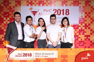 Chụp ảnh lấy liền và in hình lấy liền từ photobooth/photo booth tại sự kiện gặp mặt PwC | Instant Print Photobooth/Photo Booth at PwC Alumni Party | PRINTAPHY - PHOTO BOOTH VIETNAM