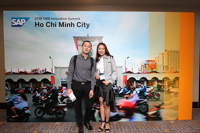 Chụp ảnh lấy liền và in hình lấy liền từ photobooth/photo booth tại hội thảo kinh doanh SAP | Instant Print Photobooth/Photo Booth at SAP Business Conference | PRINTAPHY - PHOTO BOOTH VIETNAM