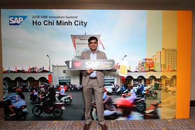 Chụp ảnh lấy liền và in hình lấy liền từ photobooth/photo booth tại hội thảo kinh doanh SAP | Instant Print Photobooth/Photo Booth at SAP Business Conference | PRINTAPHY - PHOTO BOOTH VIETNAM