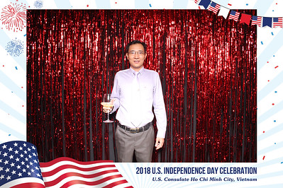 Chụp ảnh lấy liền và in hình lấy liền từ photobooth/photo booth tại sự kiện ngày quốc khánh Mỹ của Đại Sứ Quán Mỹ TP.HCM | Instant Print Photobooth/Photo Booth at US Independence Celebration by US Consulate Ho Chi Minh City | PRINTAPHY - PHOTO BOOTH VIETNAM