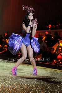 Katy Perry photo by Rob Rich © 2010 robwayne1@aol.com 516-676-3939