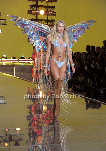 Candice Swanepoel  photo by Rob Rich/SocietyAllure.com © 2015 robwayne1@aol.com 516-676-3939