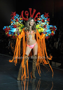 Behati Prinsloo  photo by Rob Rich/SocietyAllure.com © 2015 robwayne1@aol.com 516-676-3939