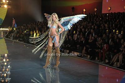 Candice Swanepoel  photo by Rob Rich/SocietyAllure.com © 2015 robwayne1@aol.com 516-676-3939