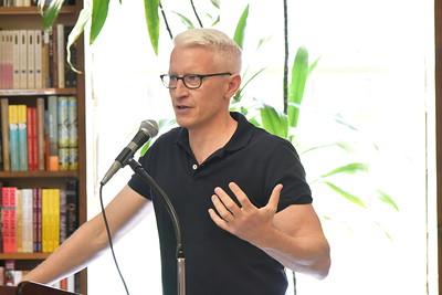 Anderson Cooper Book Revue, Huntington 4-24-16. photo by Rob Rich/SocietyAllure.com © 2016 robwayne1@aol.com 516-676-3939