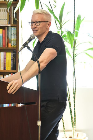 Anderson Cooper Book Revue, Huntington 4-24-16. photo by Rob Rich/SocietyAllure.com © 2016 robwayne1@aol.com 516-676-3939