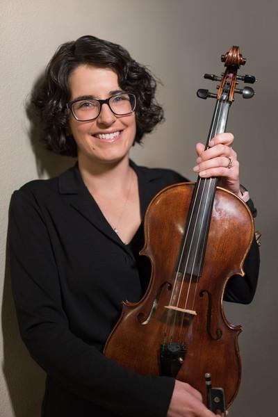 Lysa Thomas, Viola