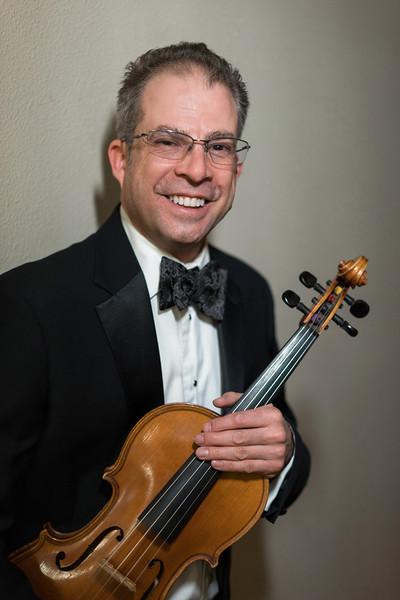 Joel Munc, Viola