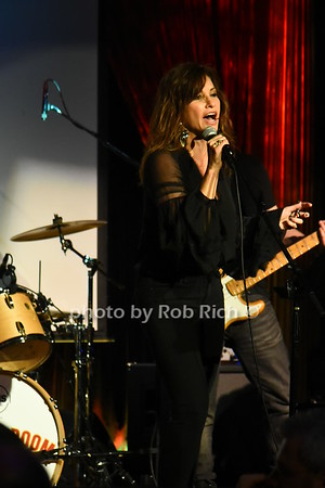 Gina Gershon  photo by Rob Rich/SocietyAllure.com ©2017 robrich101@gmail.com 516-676-3939