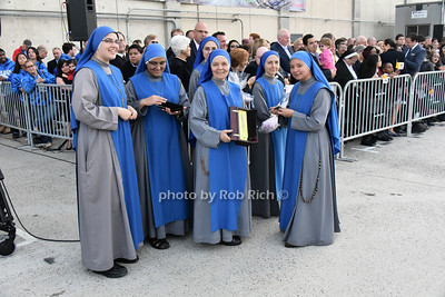 Nuns preparing to present Pope Francis with a Mate' Bombilla  photo by Rob Rich/SocietyAllure.com © 2015 robwayne1@aol.com 516-676-3939