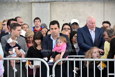 Crowds wait in anticipation of the Pope photo by Rob Rich/SocietyAllure.com © 2015 robwayne1@aol.com 516-676-3939