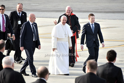 Pope Francis at Kennedy airport  photo by Rob Rich/SocietyAllure.com © 2015 robwayne1@aol.com 516-676-3939