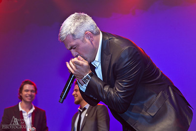 IMG_9797 Taylor Hicks preforming at the Life Changing Lives Event. September 11, 2011 AndyArt Photography