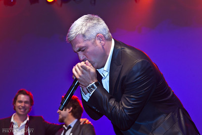 IMG_9796 Taylor Hicks preforming at the Life Changing Lives Event. September 11, 2011 AndyArt Photography