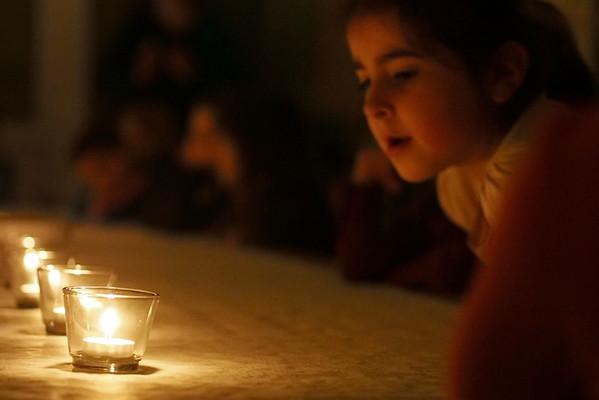 Kinderstaunen bei Kerzenlicht | Eventfotograf Berlin Spandau