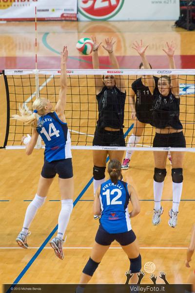 Elena Koleva (San Casciano) attacco, Jessica Puchaczewsski, Corinna Cruciani (Perugia) a muro