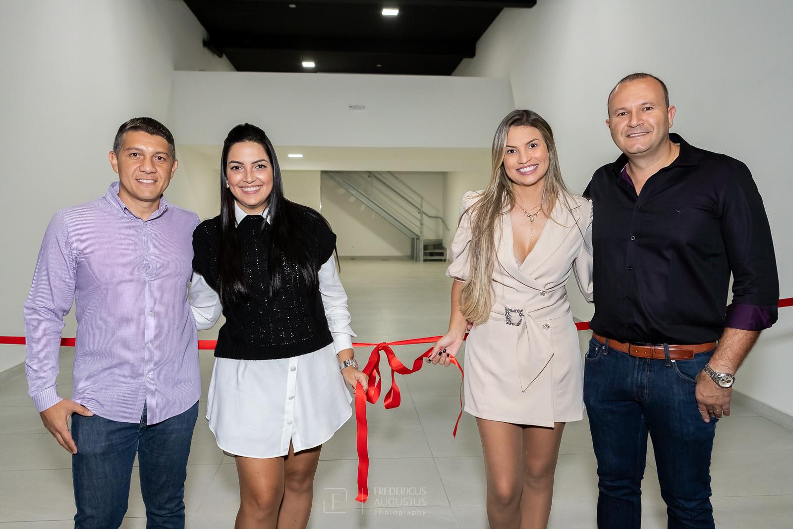 Os responsáveis da MRM Empreendimentos Márcio Cruz, com Stella e Marconi Goncalves, com Isabelle