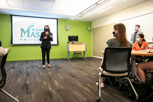Vice President Kamala Harris visited the George Mason University Campus in Fairfax on Tuesday, speaking to one class before stopping in Wilkins Plaza to encourage student voter registration.  Photo by:  Ron Aira/Creative Services/George Mason University