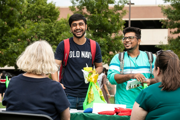 Patriots Block Party Bash, The Office of Alumni Relations in sponsorship with Welcome2Mason welcomes students to a block party with treats, music, tabling, and games! Students can connect with each other, see performances, and win prizes.  Photo by:  Ron Aira/Creative Services/George Mason University