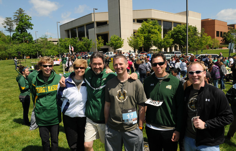 Members of the Mason community participate in the 16th Annual Victims Rights Run & Walk in collaboration with the Aimee Willard Endowed Scholarship Fund. Photo by Evan Cantwell/Creative Services/George Mason University