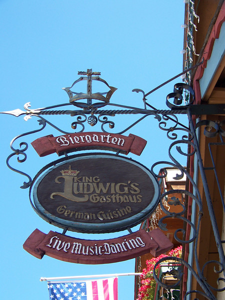 We arrived on a warm summer Tuesday just in time for lunch, so we headed to King Ludwig's restaurant.<br /> [Leavenworth, WA]