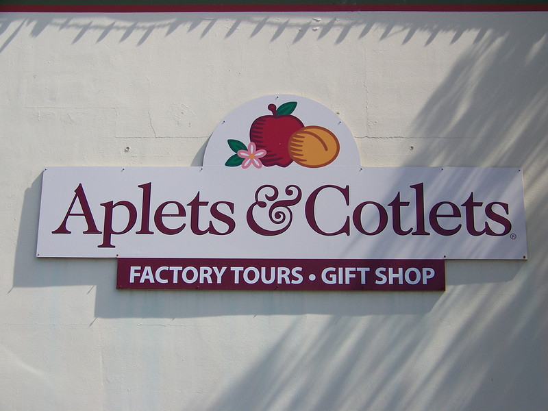 After lunch, we drove over to take the Aplets & Cotlets factory tour.<br /> [Cashmere, WA]