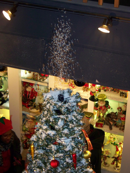 """From this angle, you can see how the snow was erupting from the top of the Christmas tree seen in the previous shot. [Leavenworth, WA - December 2013 - <b><a target=""""_new"""" href=""""http://youtu.be/NqCqDCOY_tc"""">Watch my video here</a></b>]"""