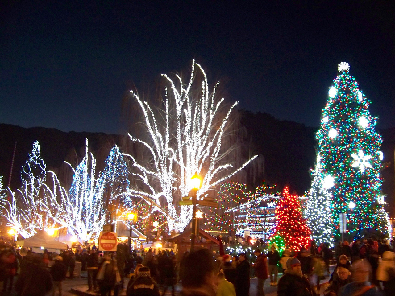 """Christmas lights in the park. [Leavenworth, WA - December 2013 - <b><a target=""""_new"""" href=""""http://youtu.be/NqCqDCOY_tc"""">Watch my video here</a></b>]"""