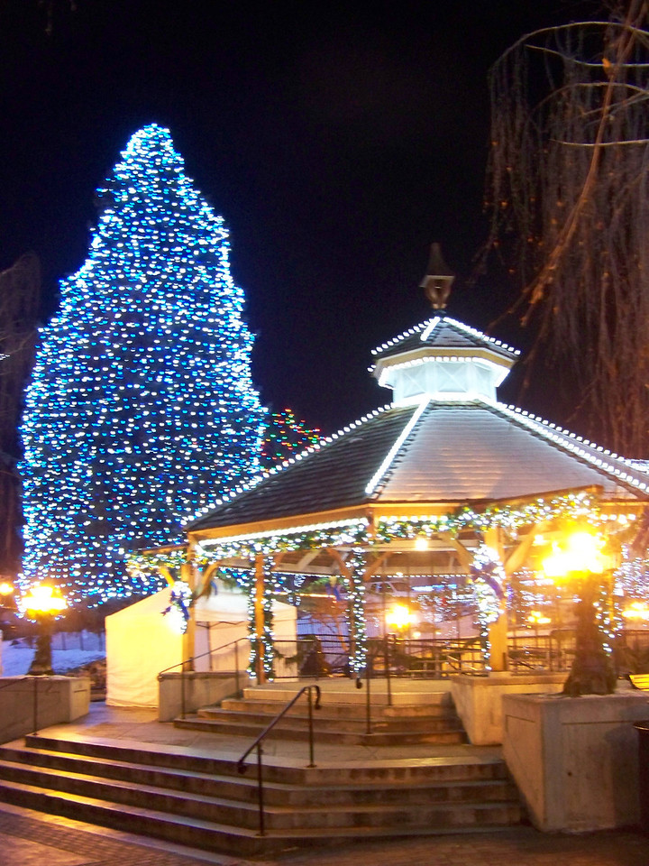 """All the Christmas lights were still on, but the entertainment on the gazebo was finished for the day. [Leavenworth, WA - December 2013 - <b><a target=""""_new"""" href=""""http://youtu.be/NqCqDCOY_tc"""">Watch my video here</a></b>]"""