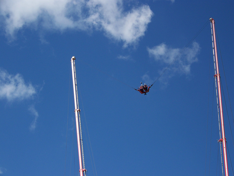 No, that's definitely <b><i>not</i></b> us on the bungy slingshot ride! [Puyallup, WA Fair 2009]