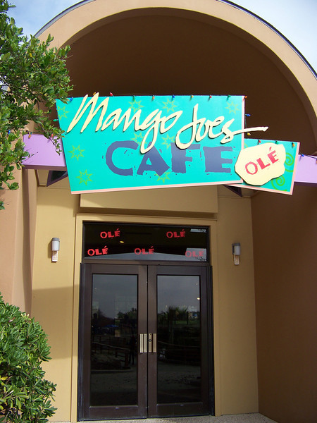 The park has several different restaurants.  I chose Mango Joe's Cafe for my lunch.<br /> [SeaWorld San Antonio]