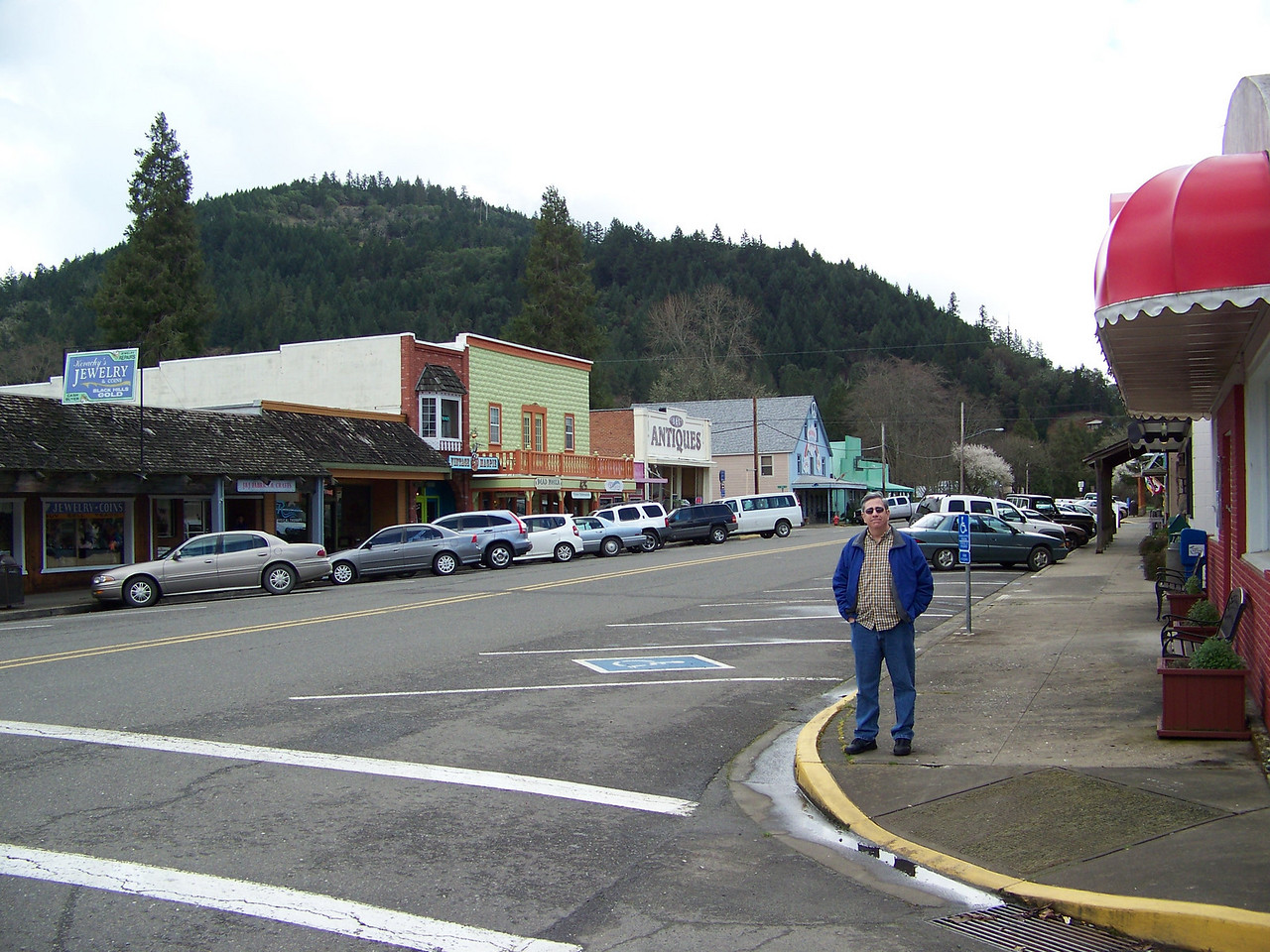 We'd stayed at the Seven Feathers Resort a couple times prior to this trip, but we'd never explored the nearby town.  Here's Dave in downtown Canyonville, which is about a half mile from the casino.