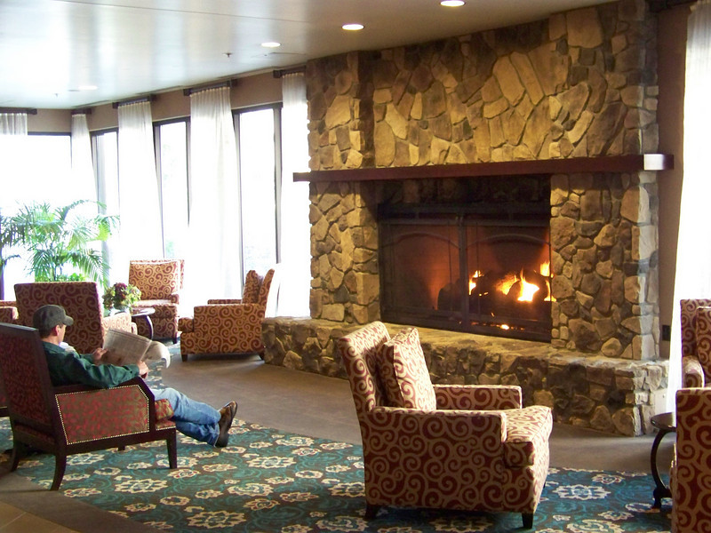 Opposite the hotel's front desk was this nice sitting area with a fireplace.<br /> [Seven Feathers Resort in Canyonville, OR]