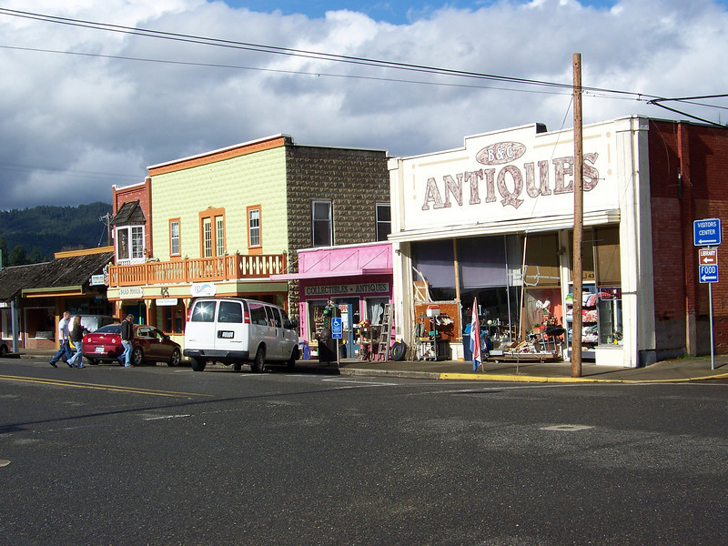 We spent some time poking around the antique store on their main street.<br /> [Canyonville, OR]
