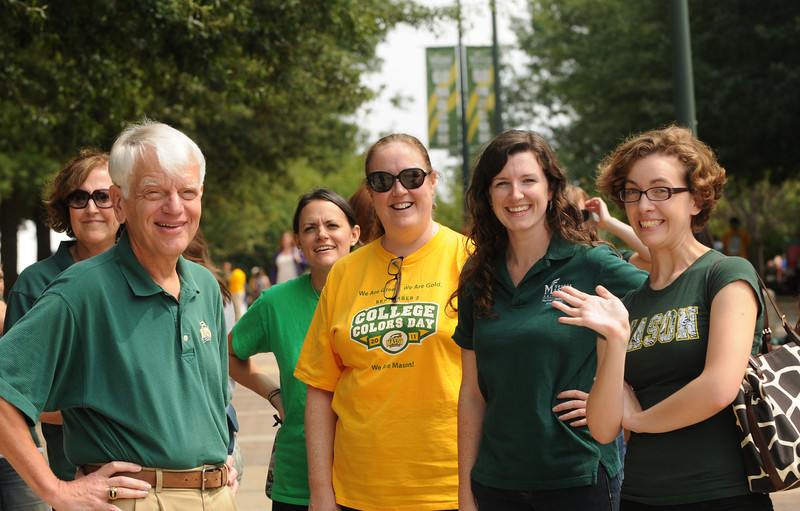 e110901130 - Welcome Week 2011 - President Merten with Mason staff. Photo by Evan Cantwell