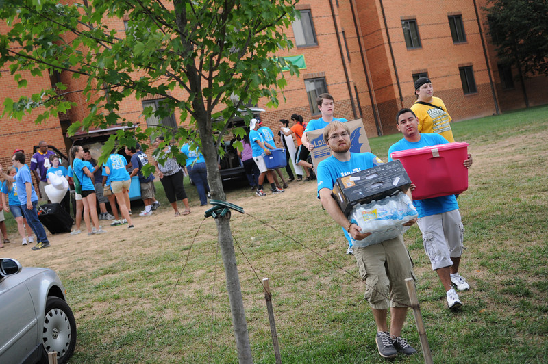 110825010 - Move-In Day on the Fairfax Campus. Photo by Creative Services.