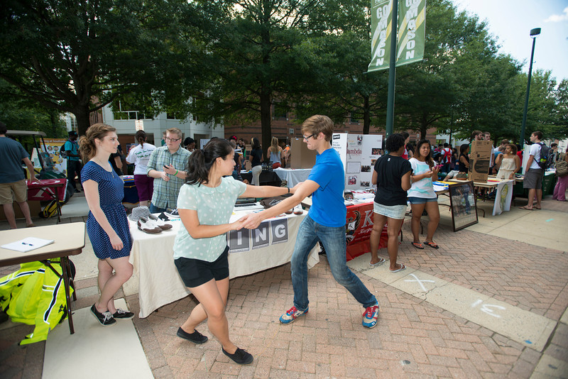 Mason student organizations invite students to join their clubs on the North Plaza of Fairfax Campus. Photo by Alexis Glenn/Creative Services/George Mason University