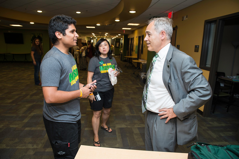Gradstravaganza 2016.  Photo by:  Ron Aira/Creative Services/George Mason University