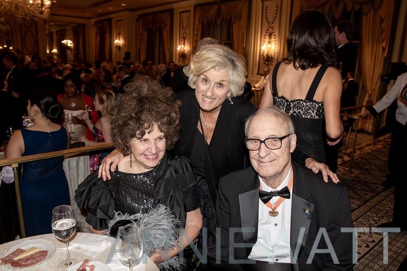 anniewatt_73839-Dorothy Newman, Joanie Jacobs, Robert Shields