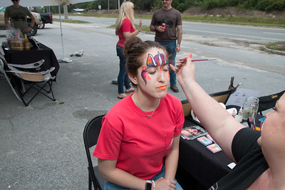 Zoe Bleacher getting a unicorn face painting by Alyson Harris from Glitterboxx Studios