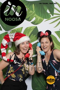 iShoot-Photobooth-In-Noosa-Mag-cover (12)