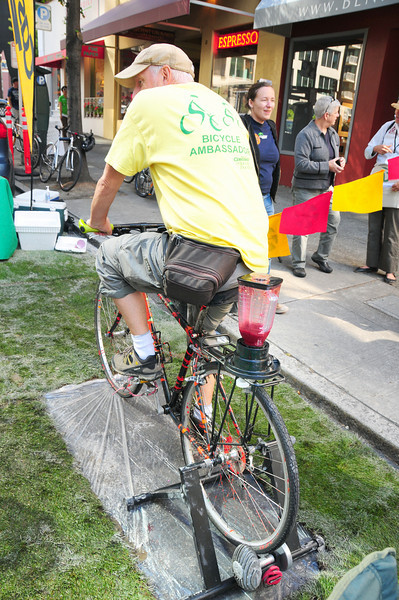 Yes - a real human-powered juice blender!