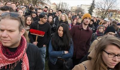 Solidární shromáždění: Nenecháme se zastrašit! Solidarita s Klinikou!